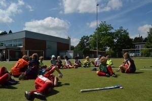 Foto vom Sommer-Hockeycamp 2013 auf dem Kunstrasenplatz an der Wiesenschule